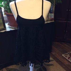 En creme black strappy top size m NWT